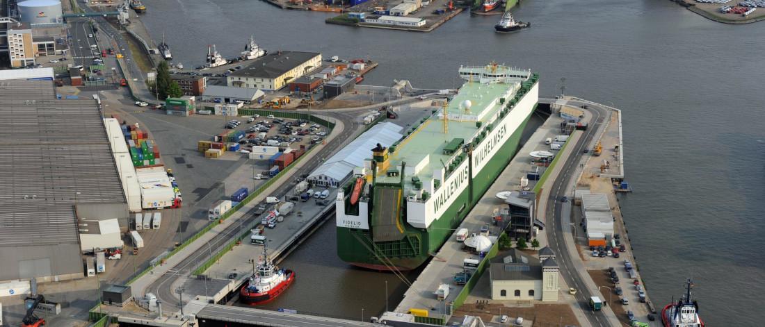 Die Kaiserschleuse mit ihren 55 Meter langen Toren gewährt Schiffen den Einlass in die Bremerhavener Kaiserhäfen © Bremenports