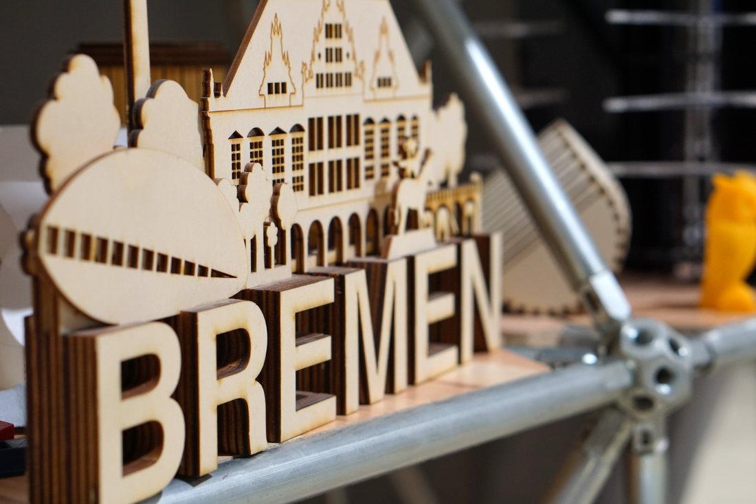 Ausschnitt einer Skyline von Bremen aus Holz