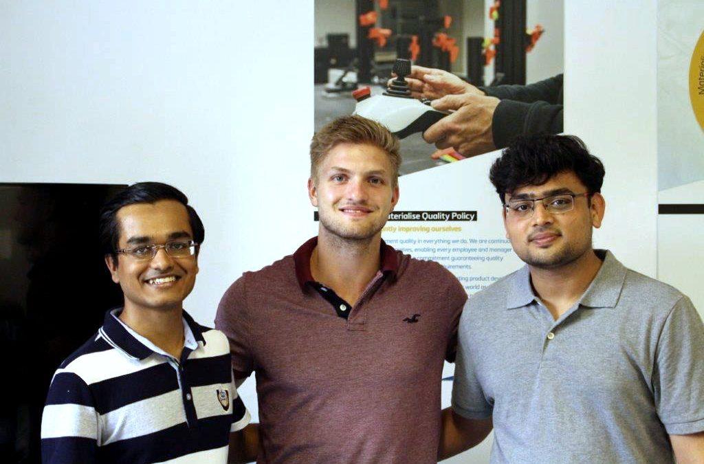 Eingespieltes Team: Keyur Solanki (links) und Chirag Shah (rechts) mit Materialise-Werksstudent Tim Steghofer