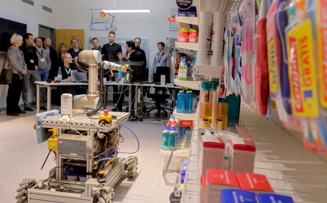 Im Projekt REFILLS sollen Roboter eines Tages Ladenregale befüllen können, Bild: Pusch