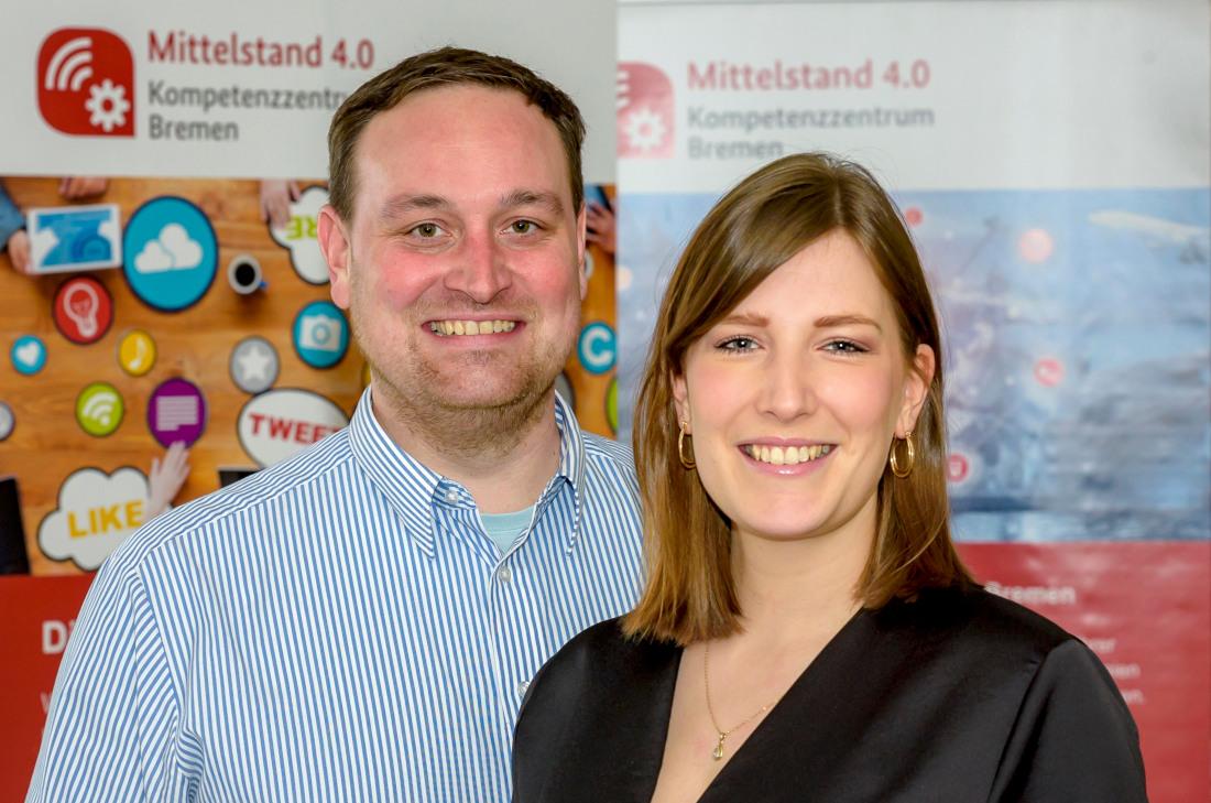 Daniel Schneider und Lisa Buschan vom Mittelstand 4.0-Kompetenzzentrum Bremen, Bild: WFB/Pusch