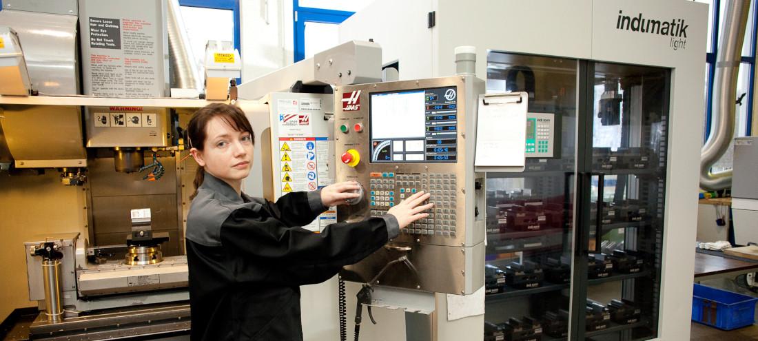 OptoPrecision nutzt Hightechmaschinen für die Entwicklung individueller Kundenlösungen - Bild: OptoPrecision