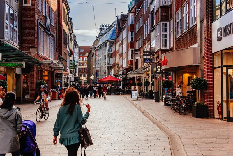 Viele Unternehmen hoffen, dass es so bald wieder in den Innenstädten aussieht, Bild: Jonas Ginter