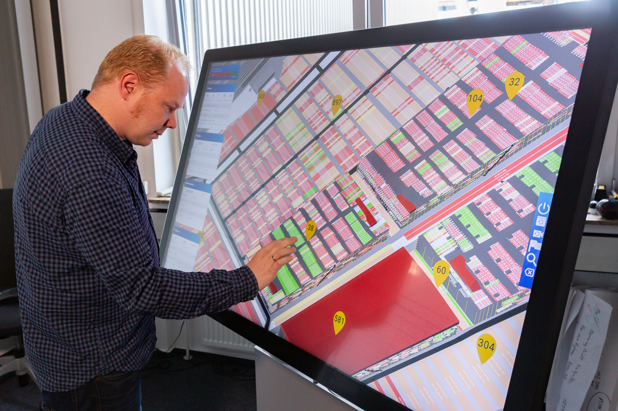 Der Multitouch-Tisch bildet das gesamte AutoTerminal ab, Bild: BLG Logistics