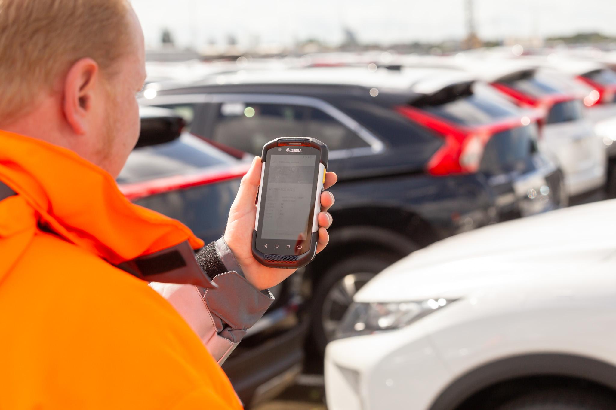 Autoterminal:  Platz für 95.000 Fahrzeuge, Bild: BLG LOGISTICS/Tristan Vankann