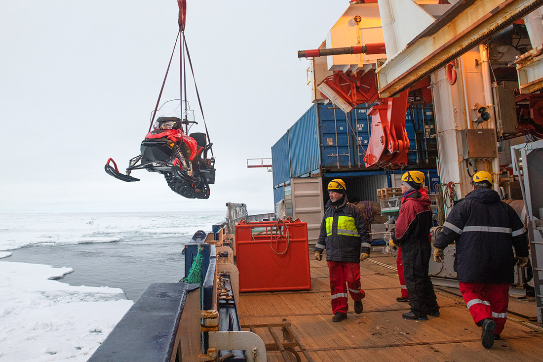 Neben dem WIssenschaftsteam ist die Mannschaft der Polarstern für Betrieb und Logistik an Bord, Bild: AWI/Esther Horvath