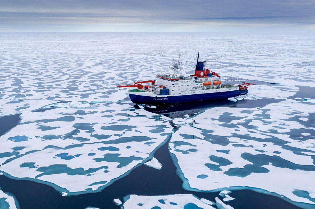 Die Polarstern nahe dem Nordpol, Bild: AWI/Steffen Graupner