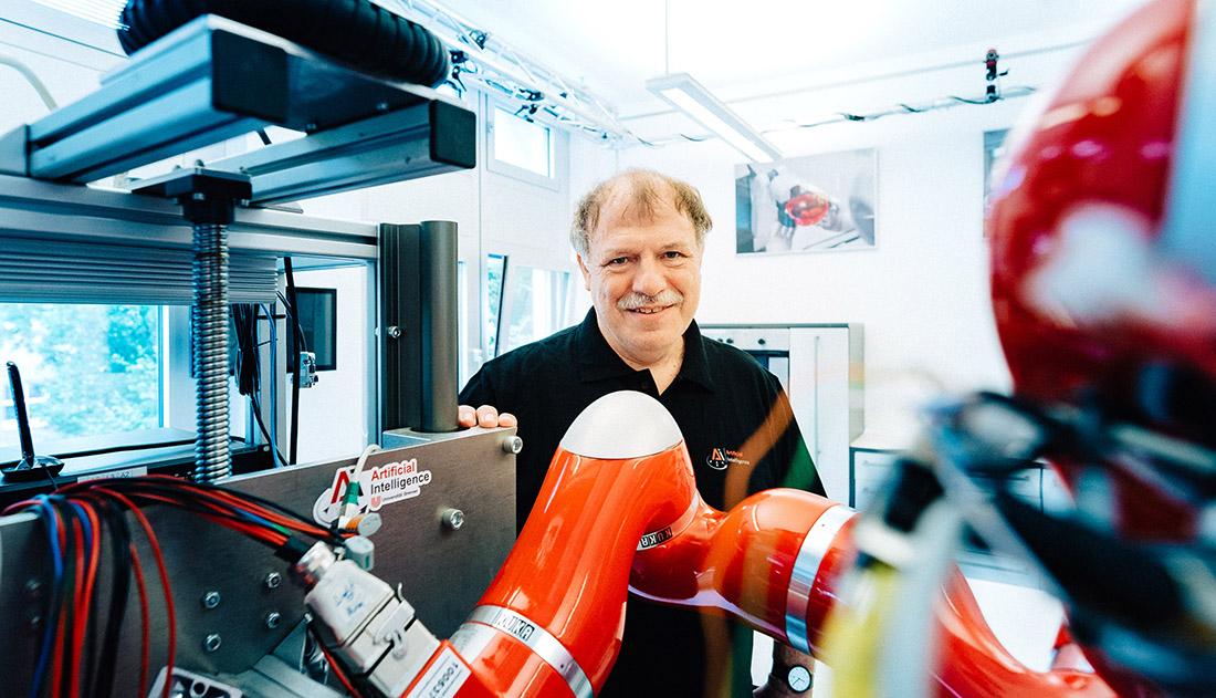 Will Roboter in unseren Alltag bringen: Professor Michael Beetz, Bild: SWAE/Ginter
