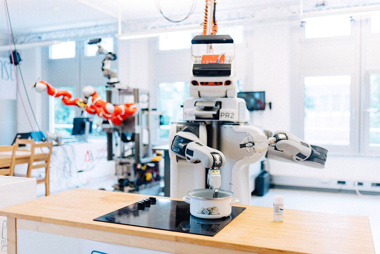 Popcorn gefällig? DIeser Roboter kann eigenständig den Kinoabend vorbereiten, Bild: SWAE/Ginter